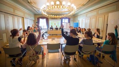 Der Kinderrat während einer seiner Sitzungen, geleitet von Andrea Hofmann. (Bild: Andrea Stalder (Frauenfeld,21. September 2016))