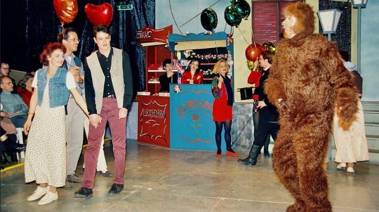 André Portner verkörperte, im Scheinwerferlicht schwitzend, den (Wiler) Tanzbären. (Bilder: PD)