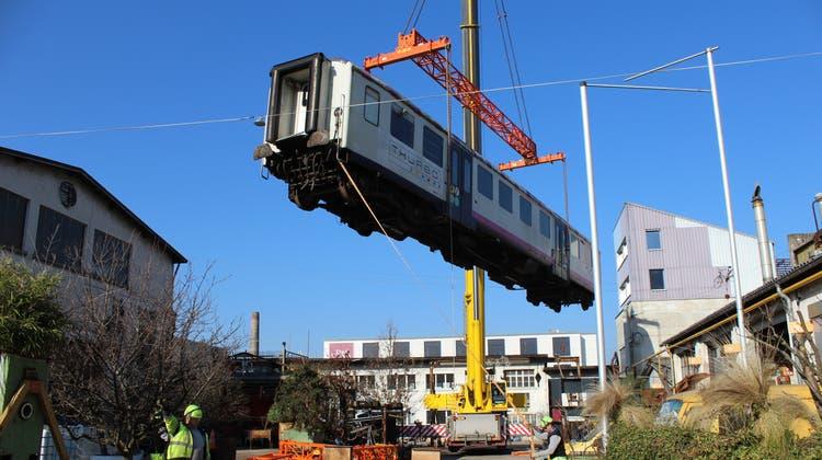 Fahrbar-Zug wird vom Walzwerk auf Dreispitz-Areal verlegt (Bild: Axel Mannigel / Wochenblatt Birseck Dorneck)