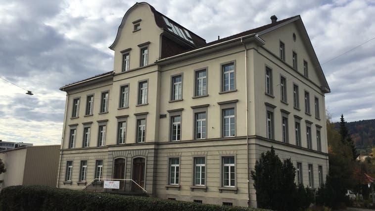 Das frühere KV-Schulhaus in Reinach wir neu zur Primarschule. (Katja Schlegel (21.10.2020))