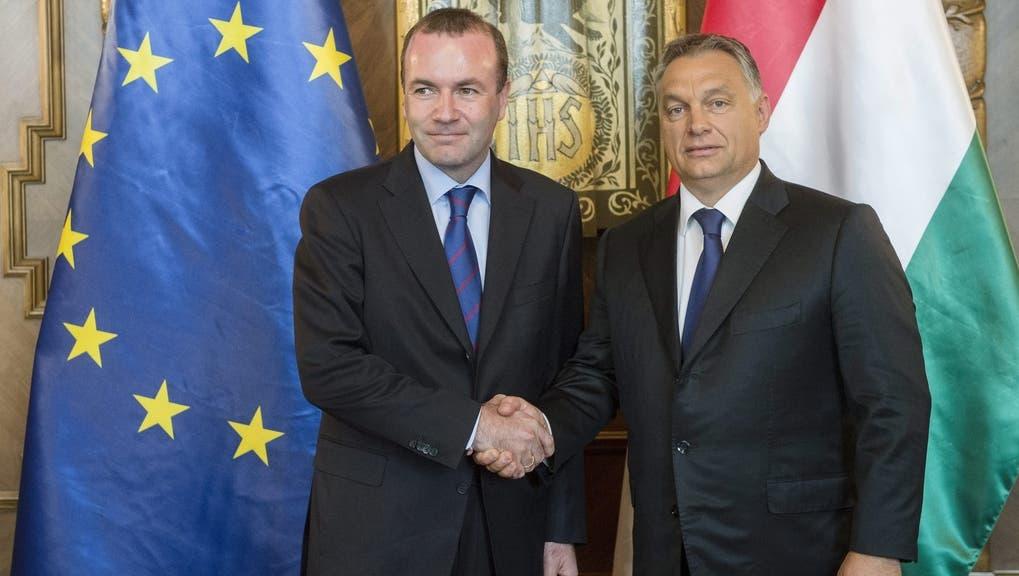Gehen getrennte Wege: Viktor Orban (rechts) und Manfred Weber (CSU), EVP-Fraktionsvorsitzender im EU-Parlament. (Keystone)