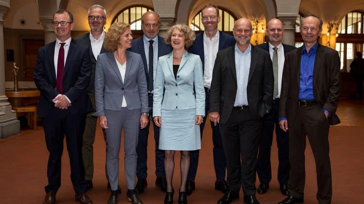 Der Zürcher Stadtrat (von links): Raphael Golta (SP), Andreas Hauri (GLP), Karin Rykart (Grüne), Filippo Leutenegger (FDP), Corine Mauch (SP, Stadtpräsidentin), Daniel Leupi (Grüne), Andre Odermatt (SP), Michael Baumer (FDP) und Richard Wolff (AL). (Keystone)