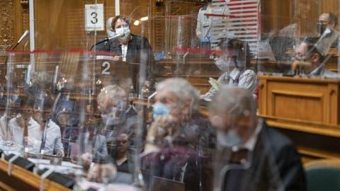 Der Nationalrat streitet über die richtige Lockerungsstrategie. Am Rednerpult: SVP-Nationalrätin Magdalena Martullo-Blocher. (Bild: Alessandro Della Valle/Key)