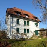 Aus dem ehemaligen Pfarrhaus in Derendingen könnte ein Sterbehospiz werden. (Hans Peter Schläfli / Solothurner Zeitung)