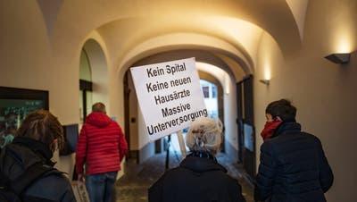 Am 29. Januar wurden die Unterschriften für das Referendum zur Wattwiler Spitalfrage übergeben. Die SP hat sich dafür eingesetzt. Nun bekommt sie Unterstützung von der SVP. (Bild: Michel Canonica)