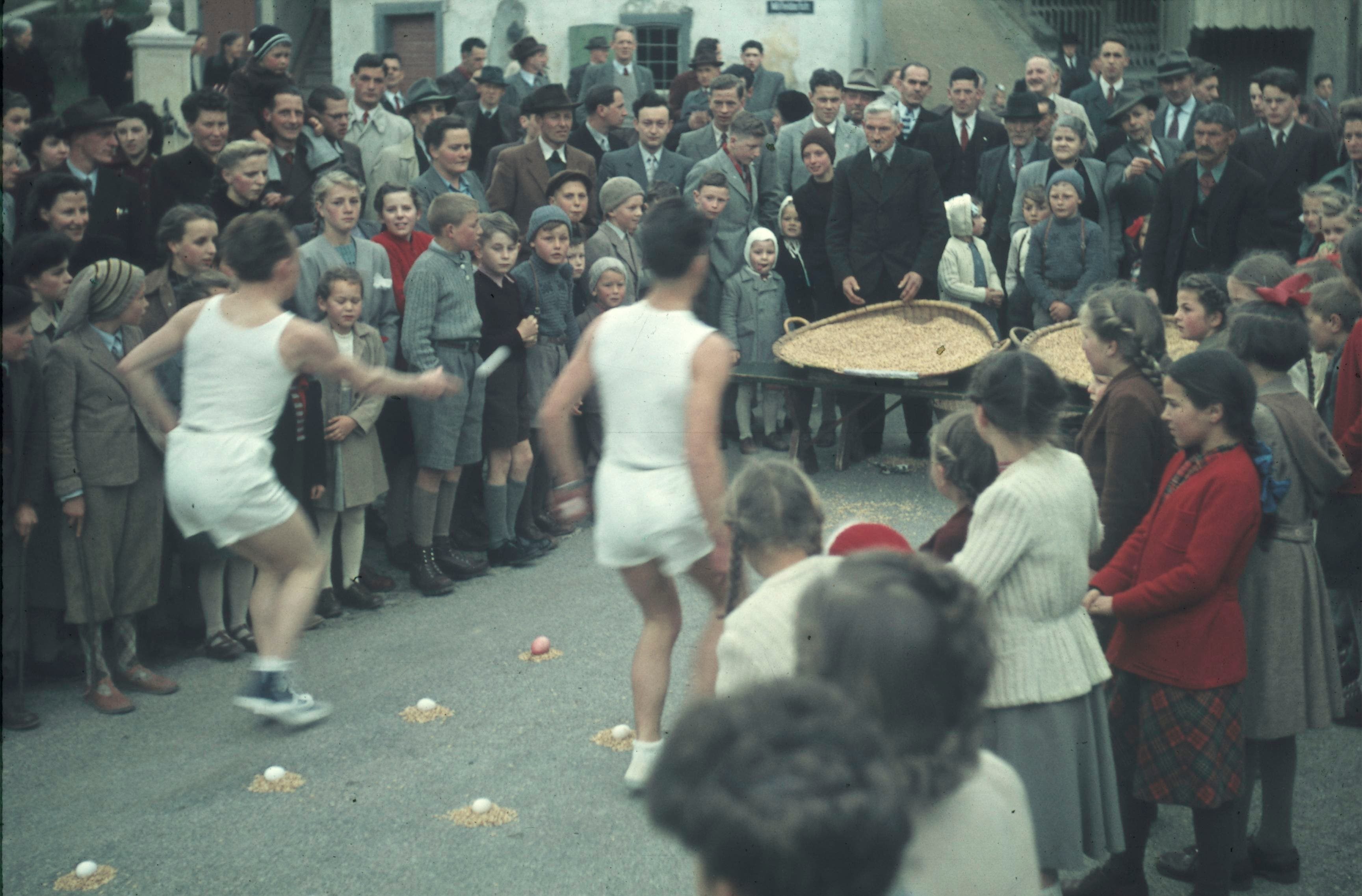 Eierläset in Füllinsdorf, 1950er-Jahre.