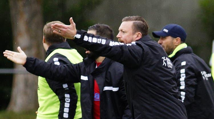 Engagiert am Spielfeldrand: Chams Trainer Roland Schwegler. (Bild: Raphael Biermayr (Basel, 26. September 2020))