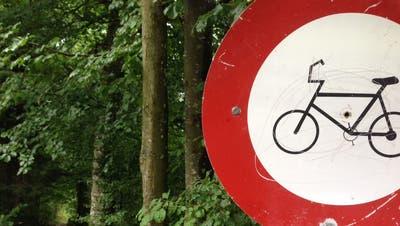 Auf einem Wanderweg am Stanserhorn steht ein Verbotsschild für Biker respektive Velofahrer. 1. August 2015 (Neue NZ/Oliver Mattmann) (Oliver Mattmann (neue Oz) / Neue Nidwaldner Zeitung)