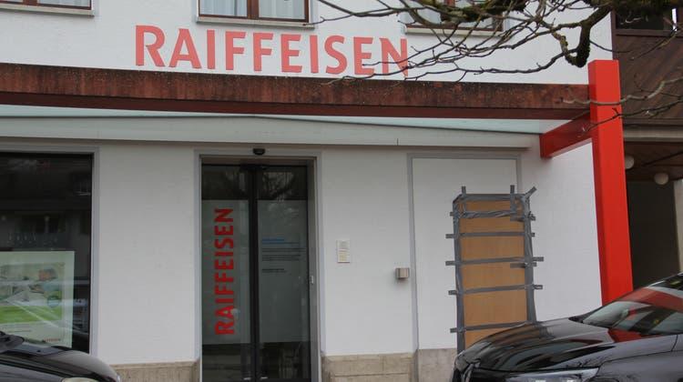 Die Raiffeisenbank hat die Beratungsbank in Zeihen geschlossen und den Bancomaten Mitte Dezember 2020 abgebaut. (Claudia Meier (2. Januar 2021))