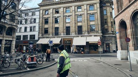 Seit mehreren Tagen in Kritik: Das«Unternehmen Mitte» zwischen Barfüsserplatz und Marktplatz in Basel. (Roland Schmid)