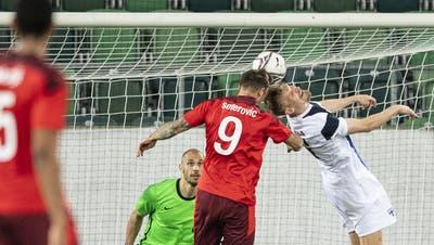 Das späte Tor, das die Schweiz zum Sieger macht: Haris Seferovic köpft ein. (Ennio Leanza / KEYSTONE)