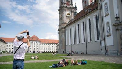 Ein bisschen Aufschwung ist zu spüren: Seitdem Läden und Museen geöffnet haben, kommen auch wieder Touristen nach St.Gallen. (Bild: Ralph Ribi (22. Juli 2020))
