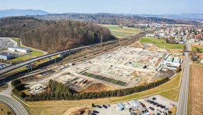 Auf der heutigen Industriebrache werden verschiedene kleine und grosse Unternehmen nebeneinander Platz finden. (Bild: zvg/Hiag)