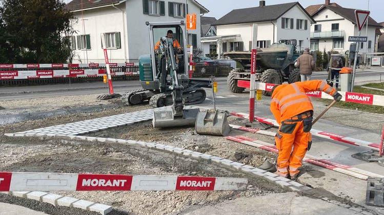 Die Sanierung der Schulstrasse dauert nur noch wenige Monate. (Bild: Fritz Heinze)