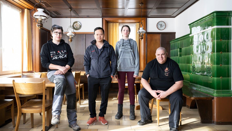 Samy Scheller und sein Team bringen die «Täfern» auf Vordermann. (v.l.: Katja Hächler, Vuluan Nguyen, Sandrina Eichenberger und Chef Samy Scheller) (Alex Spichale)