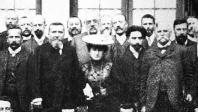 Eine Frau, ein Showtalent: Rosa Luxemburg in ihrem Element als Rednerin in Stuttgart 1907. Sie lebte für die sozialistische Idee. (Bild: Getty Images)