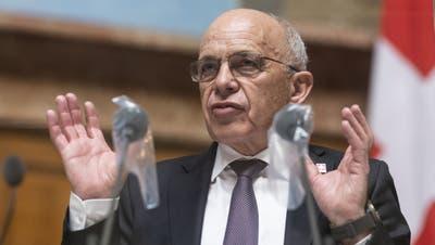 «Wir verteilen zum ersten Mal in der Geschichte der Schweiz einfach so Geld»: Finanzminister Ueli Maurer bei der Debatte im Ständerat. (Alessandro della Valle/Keystone)