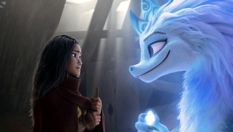 «Süss» statt furchteinflössend: Drache Sisu mit der Disney-Heldin Raya. (Bild: Disney/Alamy)