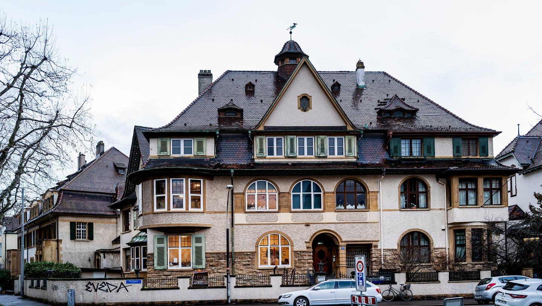 Die Baselbieter Justiz will dieses Haus in Basel zu Geld machen. (Kenneth Nars)