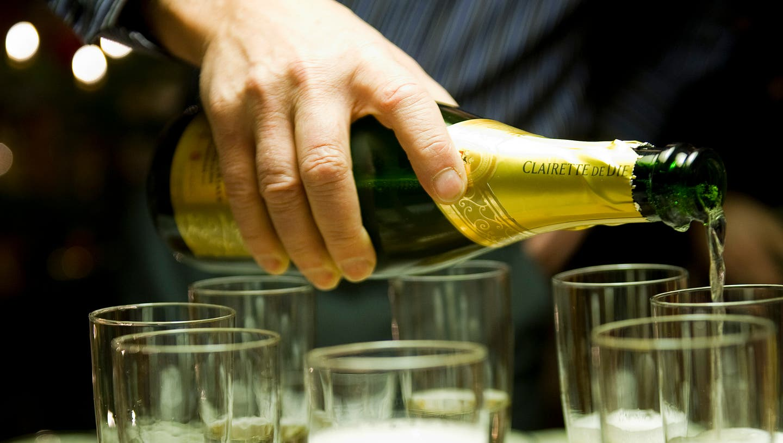 Nebst Champagner wurde an der illegalen Feier offenbar auch Drogen konsumiert. (Symbolbild) (Keystone)