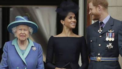«Offene Feindschaft»: Königin Elizabeth II., Prinz Harry und Herzogin Meghan. (Symbolbild) (Foto: Keystone)