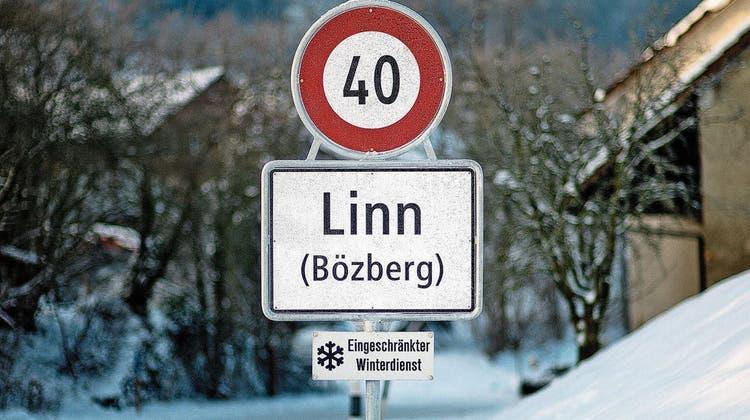 Seit der Fusion per 2013 zur Gemeinde Bözberg steht in Linn die neue Ortstafel. (efu)