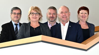 So präsentiert sich der Stadtrat mit zwei Bürgerlichen heute (von links):Benvenuto Savoldelli, Marion Rauber, Thomas Marbet, Martin Wey und Iris Schelbert. (Bruno Kissling)