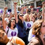Der Frauenstreik von 2019 hallt nach. (Bild: Jean-Christophe Bott / KEYSTONE)