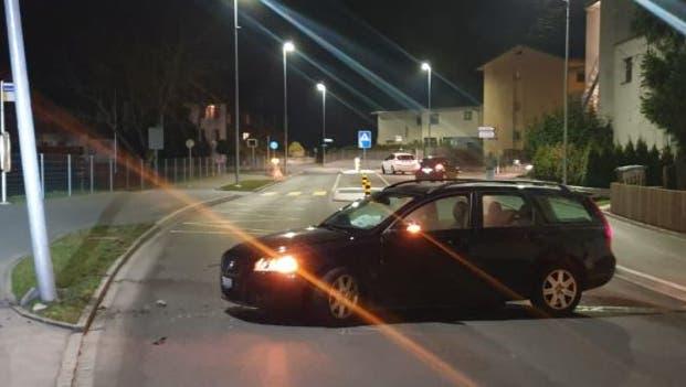 Der Fahrer war offenbar nicht nur alkoholisiert, sondern auch vom Handy abgelenkt. (Kapo Aargau)
