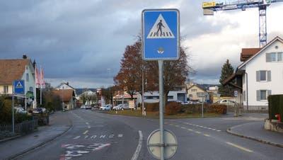 Rund um die Hauptstrasse im Zentrum von Hausen: Abzweigung rechts geht in die Sooremattstrasse. (Bild: Ina Wiedenmann(18. November 2020))