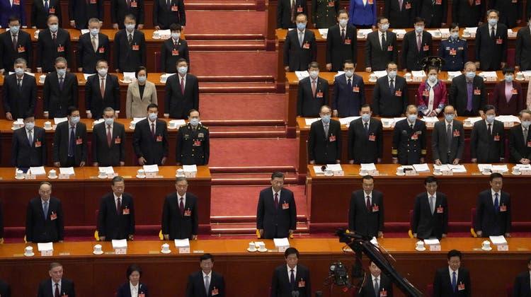 Der alljährliche Volkskongress in Peking: Frauen sind stark untervertreten - und es werden auch noch immer weniger. (Andy Wong / AP)