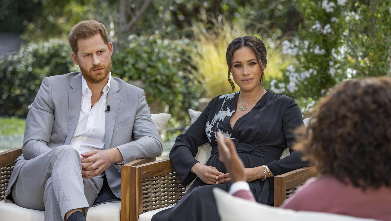 Ernster Blick: Harry und Meghan im Interview mit Talkkönigin Oprah Winfrey. (Bild: Joe Pugliese/AP)