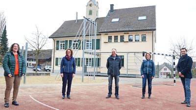 Die Behörde der Primarschulgemeinde Amlikon-Holzhäusern mit Präsidentin Martina Erni-Krüsi, Nicole Oehler, Bruno Holzknecht, Sonja Koch und Lee White. (Bild: Werner Lenzin)