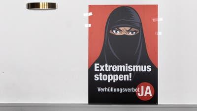 Provoziert international unterschiedlichste Reaktionen: Plakat aus dem Abstimmungskampf über die angenommene Burka-Initiative. (Keystone)