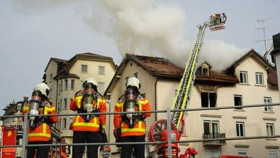 Nach Wohnhausbrand beimBahnhof St.Fiden: Haus nicht mehr bewohnbar, ein Leichtverletzter