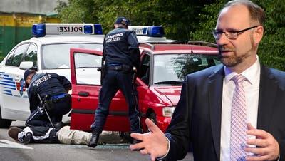 Einer der Kritikpunkte von Simon Burger: Festnahmen durch die Kantonspolizei (hier eine Übung in der Polizeischule), die ohne genügenden Tatverdacht erfolgten und zu lange dauerten. (Symbolbild: Emanuel Freudiger / Archiv)