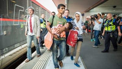 Nur die Hälfte wurde als Flüchtlinge anerkannt: Syrer bei der Ankunft in der Schweiz. (Urs Bucher)