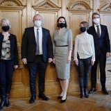 Nationalratspräsident Andreas Aebi (2.v.l.) empfängt mit dem Ratspräsidium