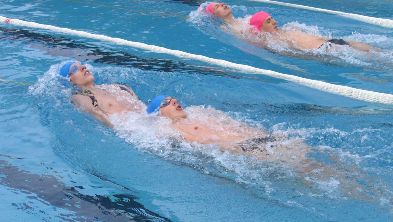 Die Trainings finden im Hallenbad Nesslau statt. (Bild: PD)