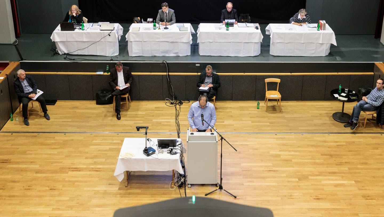 Der Grenchner Gemeinderat tagt wegen der Coronakrise im grossen Theatersaal des Parktheaters (Hanspeter Bärtschi)