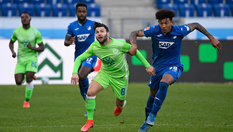 Renato Steffen (Wolfsburg) gegen Chris Richards (Hoffenheim) im Spiel vom 6. März 2021. (Weber/Freshfocus / Expa/Eibner)