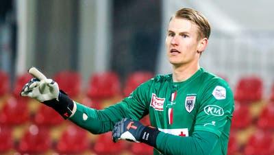 Goalie Simon Enzler hat sich mit einem neuen Vertrag bis 2023 an den FC Aarau gebunden. (Marc Schumacher / freshfocus)