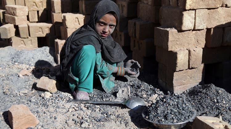 Die Schweiz setzt sich noch stärker gegen Kinderarbeit ein. (Keystone)