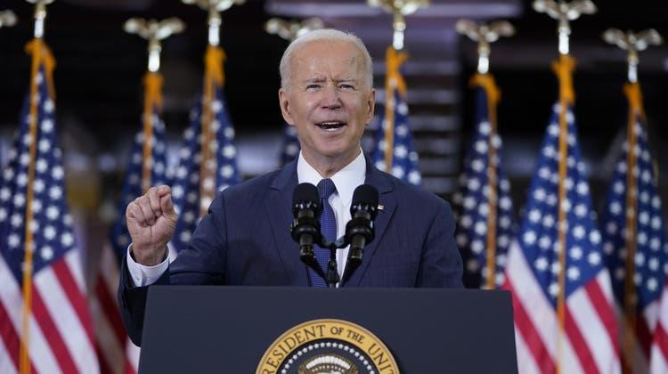 Präsident Joe Biden bei seiner Rede in Pittsburgh zum Infrastruktur-Plan. (Evan Vucci / AP)