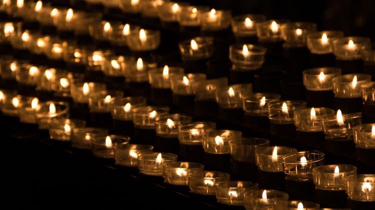 Die Firma aus Untersiggenthal streamt Beerdigungen live im Internet. (Symbolbild/Pixabay)