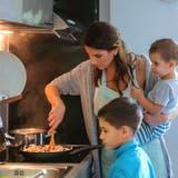 Wann soll sie sich wieder einen Job suchen? Die Rolle der Hausfrau wird juristisch neu definiert. (Symbolbild: Getty)