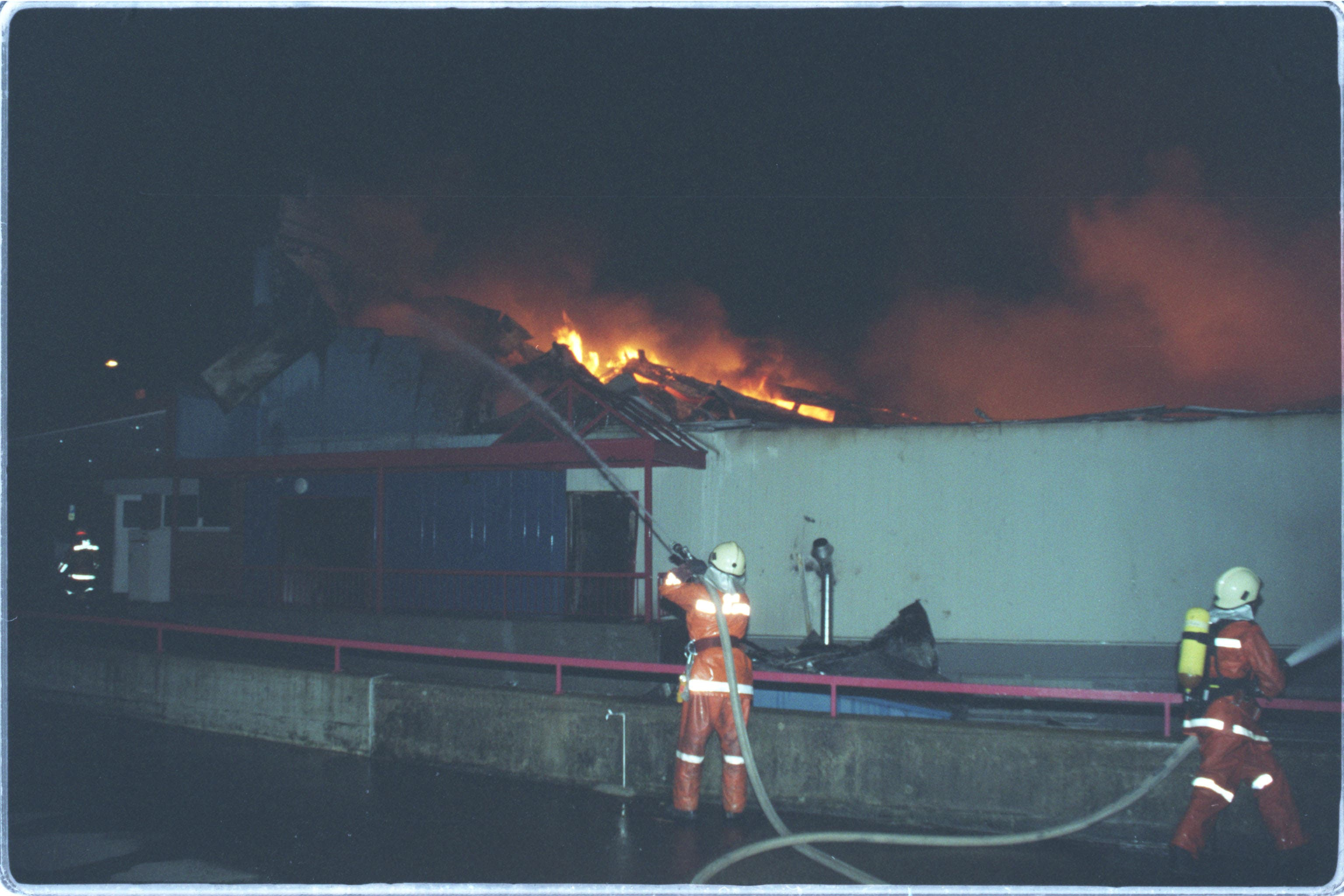 Die Brandursache war rasch klar - das Feuer wurde absichtlich gelegt. Doch von wem, das ist auch 20 Jahre danach noch immer unklar.