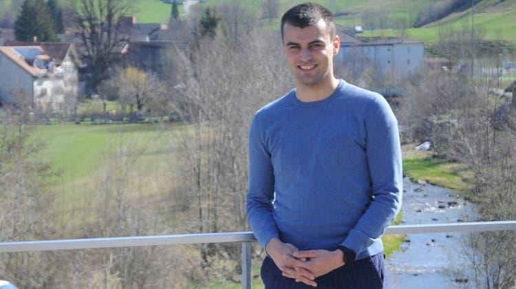 Mit 23 Jahren ist Raphael Brauchli der jüngste Kandidat, der sich für den Bühlerer Kantonsratssitz bewirbt. Doch seine politischen Ambitionen sind gross. (Bild: Astrid Zysset)