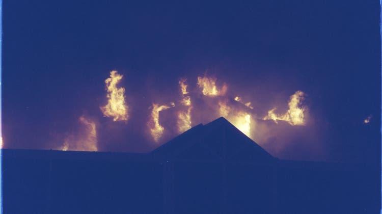 Am Samstag 7.April 2001 hat in den frühen Morgenstunden die Stadthalle in Dietikon gebrannt. (Archivbild: Max Häberli/ARC)