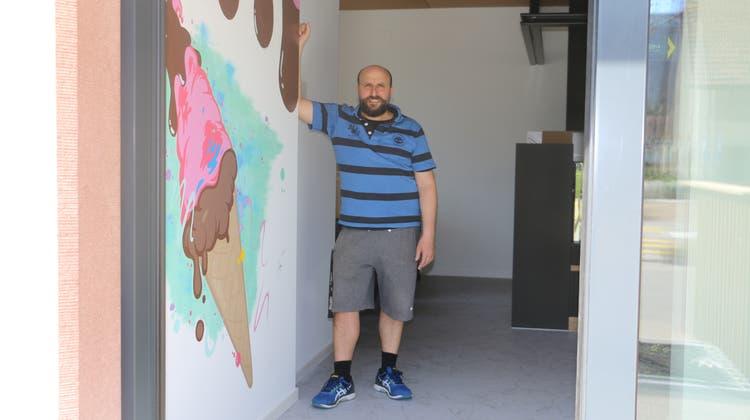 Freut sich auf die Eröffnung am neuen Standort in Gipf-Oberfrick: Federico Hochreuter, Inhaber des«Chelati». (Dennis Kalt / Aargauer Zeitung)